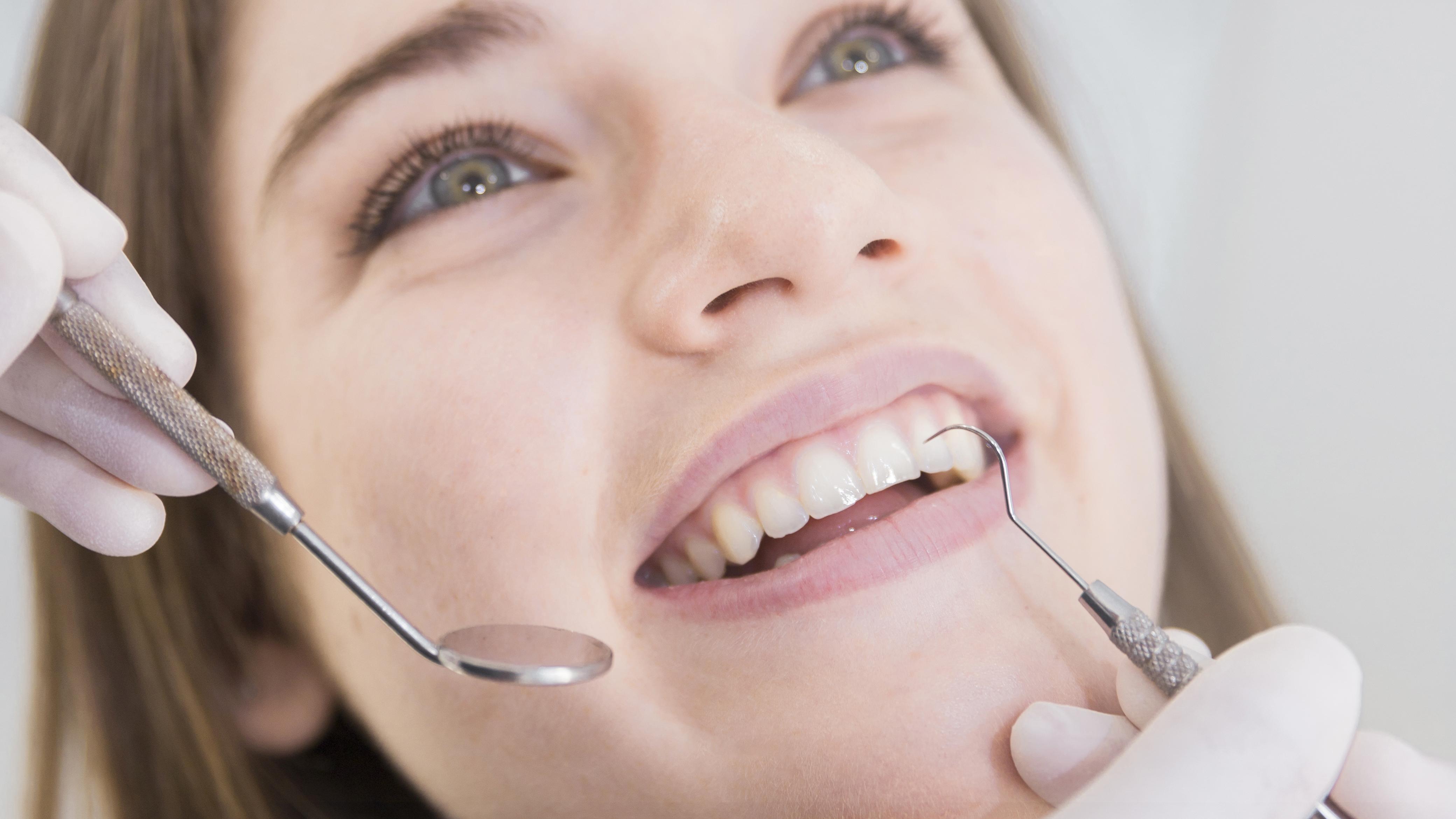 Mundhygiene-Tipp 4: Zahnzwischenräume reinigen
