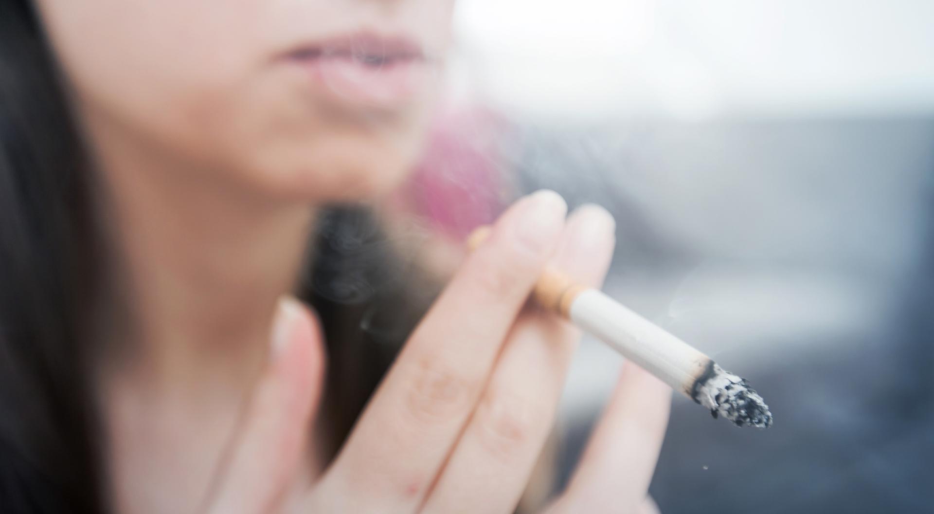So schadet Rauchen Ihren Zähnen