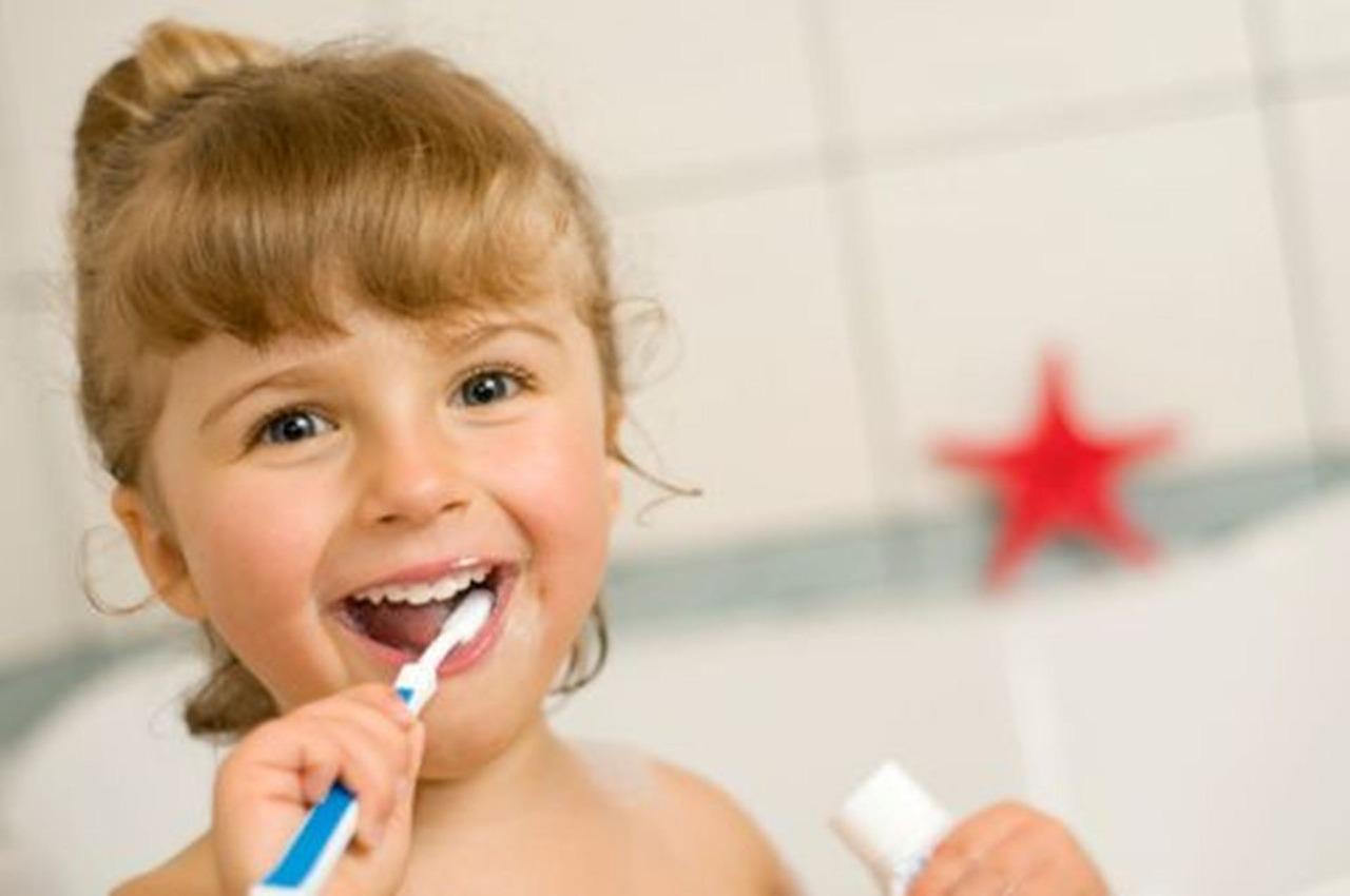 So klappt es mit dem Zähneputzen bei Kleinkindern
