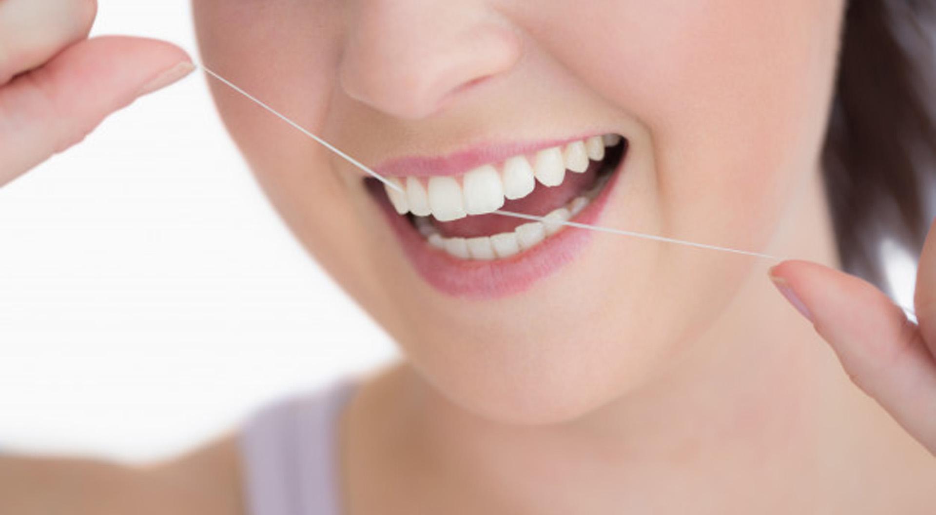Mundhygiene-Tipp 2: Zahnseide anwenden